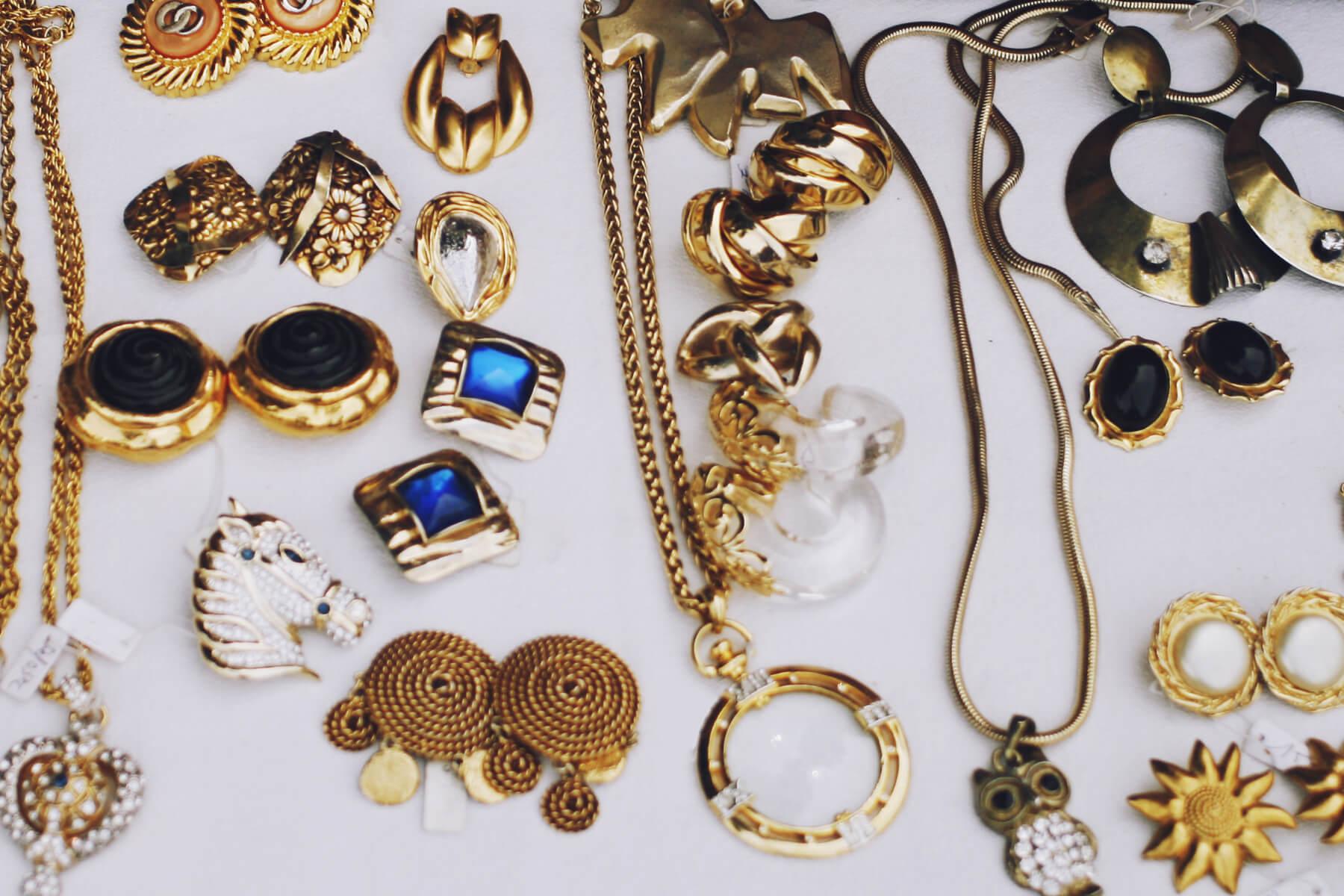 Verkaufen Sie uns Ihr Gold in jeglicher Form: Altschmuck, Zahngold, Münzen u.v.m.